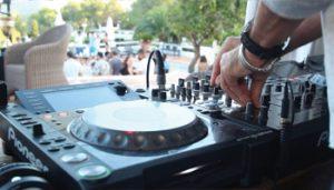 dj-pool-party